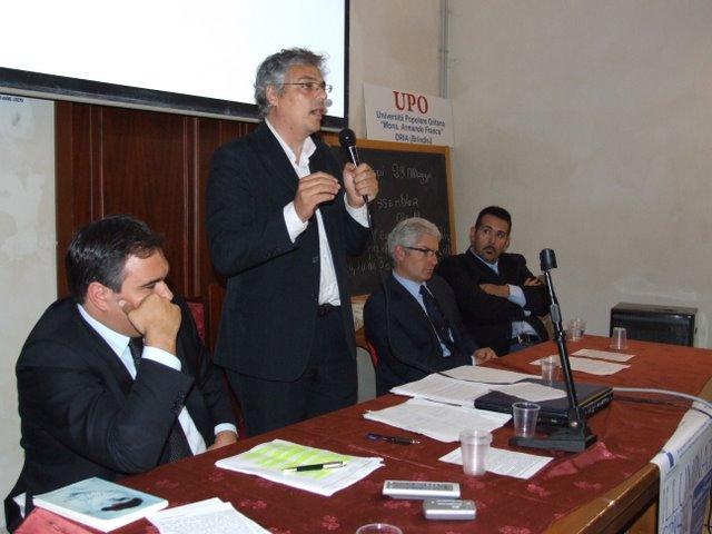 Il Tavolo dei Relatori (da sinistra: Avv. Schifone, Avv. Coffari, Dott. Fella, Roberto Schifone)